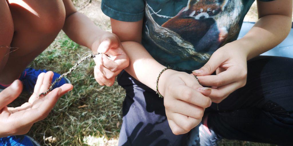 fabrication de ficelle d'ortie et bracelet